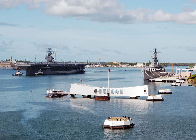 800px-USS_Abraham_Lincoln_(CVN-72)_manning_rails_for_USS_Arizona